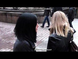 سمراء في جوارب مارس الجنس في ل مرحاض العام