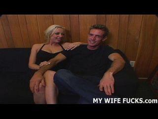 زوجتك تحتاج إلى مزيد من الارتياح مما يمكنك توفير