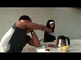 الشباب الفرنسية نون مارس الجنس من الصعب في الثلاثي مع بابي بصاصة