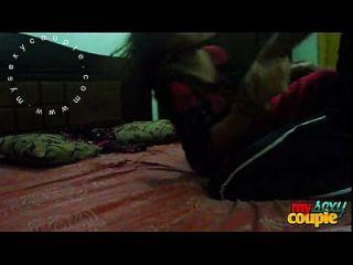 هندي زوجان مشمس و سونيا في حجرة النوم الجنس المتشددين