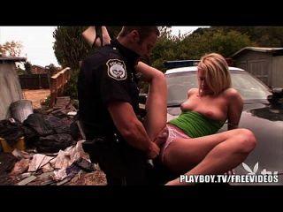 بلايبوي الساخنة شقراء في سن المراهقة يحصل قصفت من قبل شرطي