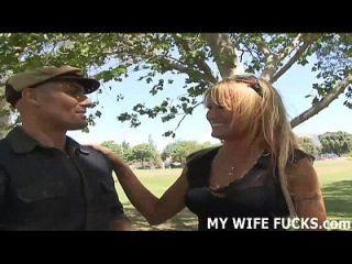 أنا زوجتك ولكن أنا بحاجة إلى بعض ديك على الجانب