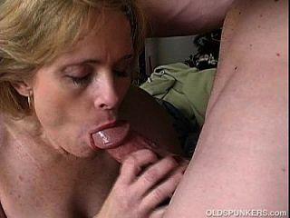 باندورا هو الهواة ناضجة جدا الذي يحب أن يمارس الجنس مع