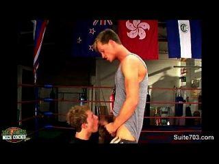 الملاكمة لاعبو الاسطوانات ممارسة الجنس في صالة الألعاب الرياضية