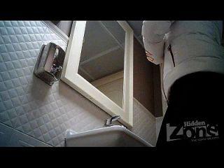 كاميرا خفية في المرحاض، حلق كس والشرج كلوسيوبس.