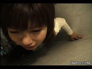 سلوتي الآسيوية وقحة غير هزلي أسلوب مارس الجنس في ال تواليت