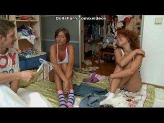 مجنون مجموعة الجنس مع اثنين هوتيز مشهد 1