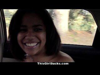 ثيجيرلساكس الأبنوس في سن المراهقة تمتص الديك في السيارة