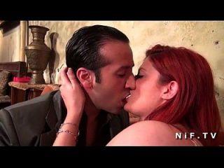 جميلة الفرنسية أحمر البرقوق مارس الجنس من الصعب من قبل سائق سيارة أجرة في حانة