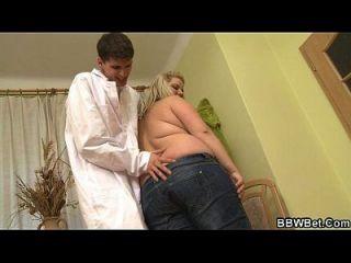 طبيب قذر الملاعين له ضخمة المريض