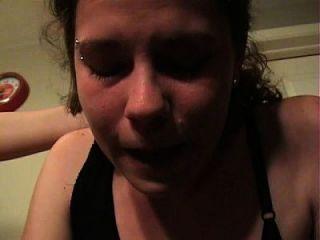 فتاة يشعر مريض كس تقيؤ بوكينغ القيء و الإسكات