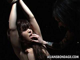 تعادل الآسيوية فاتنة يتحمل بعض الخام مص مص