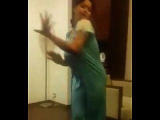 الهندي عمتي الرقص مع كبير الثدي
