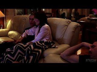 كيسي كالفيرت يحصل أسفوكد بواسطة لها ستيبروثر في منزل قادم، مشهد # 03