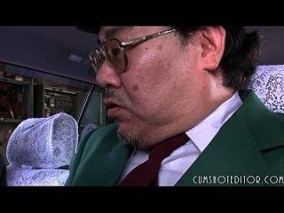 8 خاضعة اليابانية وقحة تناول نائب الرئيس في سيارة