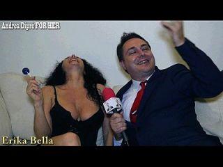 إريكا بيلا يلعب مع لها الثدي ل أندريا diprè