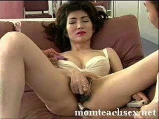 اليابانية أمي يعلم ابنه أصدقاء حول الجنس|momteachsex.net