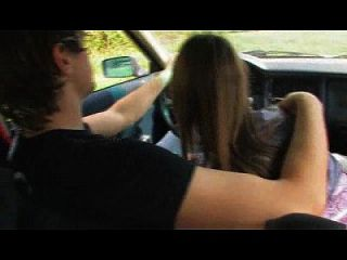 قرنية في سن المراهقة تمتص الديك في سيارة wethornycams.com