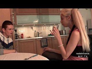 جميلة الهواة الفرنسية في سن المراهقة مارس الجنس من الصعب من قبل صديقها