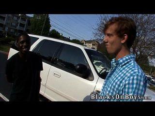كايل القوى يحاول الجنس مثلي الجنس مع رجل أسود