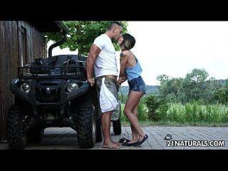 جنسي المتشددين الشبقية على المزرعة مع منى كيم
