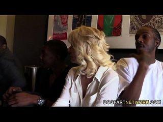 كاميل يحصل لها كوغار كس خبطت من قبل الرجال السود