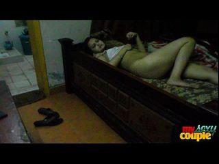 سونيا بهابهي ربة منزل الهندي ينتشر طويل الساقين مثير للجنس