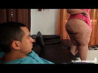 كبير الغنيمة ببو إيرين الأخضر يحصل عازمة على و مارس الجنس بواسطة لاتيني