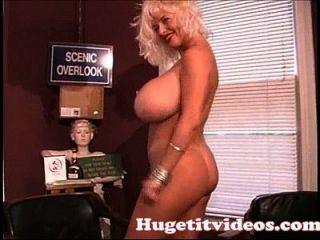 ضخمة الثدي سارينا لي تعرية لك