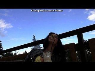جنسي و بري في الهواء الطلق سخيف مع مفلس هوتي مشهد 1