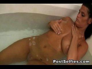 التجسس لي مفلس السابق صديقة عارية في حمام