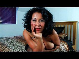 دانيكا كولينز (دونا أمبروز) يساعدك وانك