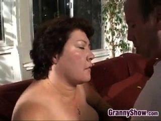 كبير الجدة ارضاء الديك و سخيف