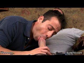 سمراء متزوج الرجل يحصل مارس الجنس من قبل مثلي الجنس