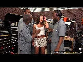 أميرة أدارا تمتص طاقم كامل من الرجال السود