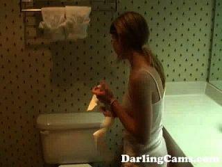 الشباب 18yo في سن المراهقة يستمني في الفندق حمام darlingcams.com