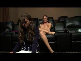 كابري أندرسن و ليكسي لمور مثليه الجنس
