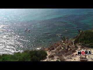 مقطورة في سن المراهقة الاستمناء على الشاطئ x