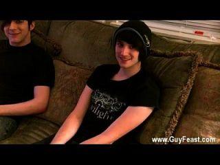 مثلي الجنس الذكور عارية في سن المراهقة أرون التقى ويليام في النادي وكان مقتنعا