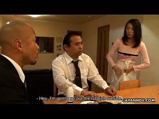 خادمة الآسيوية مص له أمام موكله
