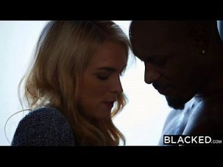 بلكد كيرا نيكول يأخذ لها أول كبير الديك الأسود