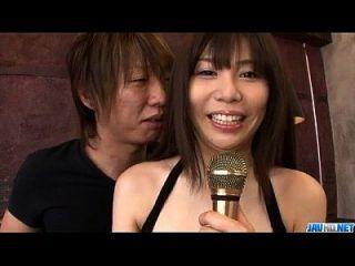 كارين ناتسوهارا يستخدم ديك كبيرة لسحق المهبل ضيق لها