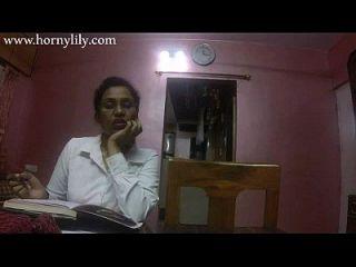 الجنس الهندي المعلم قرنية الزنبق الحب الدرس