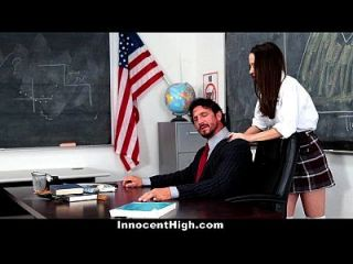 إنوسنتيغ فتاة المدرسة يائسة ل معلم الديك