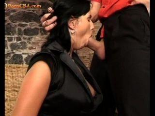 انها تحب أن يمارس الجنس في الحمار