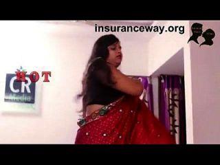 المنزل الهندي زوجة رومانسية مع الذي يجلب لها فقدت عدهر بطاقة
