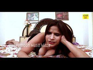 هندي ديسي بهابهي على حدبة تظهر الثدي