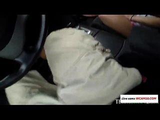 اللسان في السيارة الفيديو