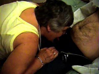 الجدة ليبي من epikgranny.com يعطي اللسان و فوتجوب