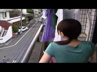 زوجة يابانية الغش مع الزوج، وليس الفيديو مضحك لها زوجة الغش مثير